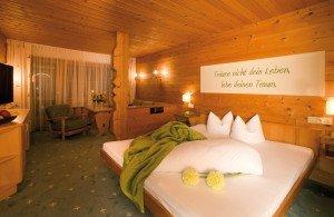 Zimmer im Posthotel Pfunds in Tirol